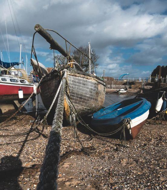 shoreline boats